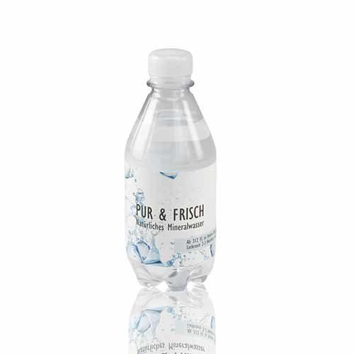 Mineralwasser mit Logo oder Schriftzug